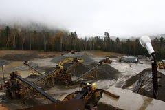 Écrasement de l'usine de la roche Photos stock