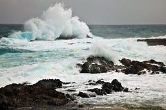 Écrasement des ondes photographie stock