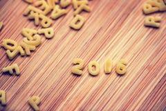 2016 écrit avec des pâtes d'alphabet sur le bois Image libre de droits