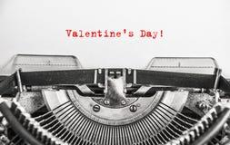 Écrit avec le jour du ` s de Valentine de machine à écrire de vintage Photo libre de droits