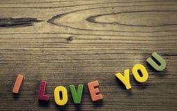 Écrit dans les lettres colorées : Je t'aime Photo stock