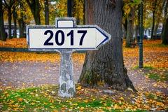 2017 écrit sur un vieux roadsign français Image libre de droits