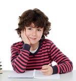 Écriture adorable d'enfant dans l'école Images stock