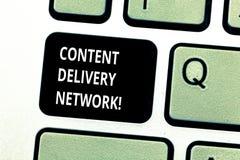 Écriture conceptuelle de main montrant Content Delivery Network La photo d'affaires présentant géographiquement a dispersé le rés image stock