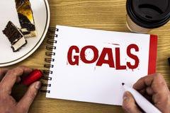 Écriture conceptuelle de main montrant des buts La photo d'affaires présentant des accomplissements désirés vise ce que vous voul Images libres de droits
