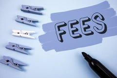 Écriture conceptuelle de main montrant des honoraires L'agence créative en ligne des textes de photo d'affaires impute des coûts  photographie stock libre de droits