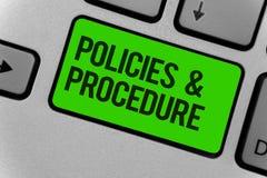 Écriture conceptuelle de main montrant des politiques et la procédure La liste de présentation de photo d'affaires de règles défi Photo stock
