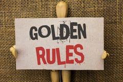 Écriture conceptuelle de main montrant des règles d'or Les principes réglementaires des textes de photo d'affaires creusent le wr Photographie stock