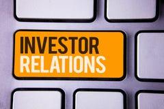 Écriture conceptuelle de main montrant des rapports à l'investissement Les relations d'investissement de finances des textes de p Photos stock
