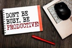 Écriture conceptuelle de main montrant Don t pour ne pas être occupé Soyez productif Le travail de présentation de photo d'affair photographie stock libre de droits