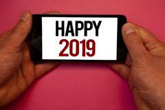 Écriture conceptuelle de main montrant 2019 heureux Les photos d'affaires présentant la célébration de nouvelle année encourage C Photo stock
