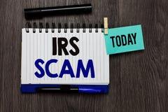 Écriture conceptuelle de main montrant IRS Scam Le texte de photo d'affaires a visé des contribuables par la prétention pour être photographie stock libre de droits