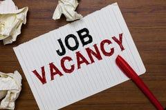 Écriture conceptuelle de main montrant Job Vacancy Endroit payé vide ou disponible des textes de photo d'affaires dans le petit o photos libres de droits