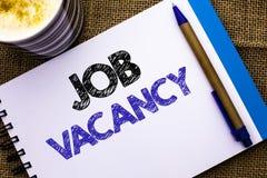 Écriture conceptuelle de main montrant Job Vacancy Le travail de location de présentation W de recrue d'emploi de position vide d images stock