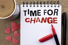 Écriture conceptuelle de main montrant l'heure pour le changement Débuts changeants de présentation d'évolution de moment de phot Photos stock