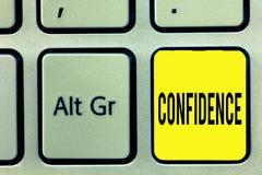 Écriture conceptuelle de main montrant la confiance Le texte de photo d'affaires ont la foi comptent dedans sur quelqu'un ou quel photos libres de droits