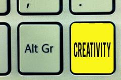 Écriture conceptuelle de main montrant la créativité Utilisation des textes de photo d'affaires d'imagination ou d'idées original photo stock