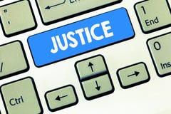 Écriture conceptuelle de main montrant la justice La qualité des textes de photo d'affaires d'être administration juste impartial image libre de droits