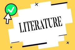 Écriture conceptuelle de main montrant la littérature Les écritures écrites par texte de livres de travaux de photo d'affaires on illustration stock