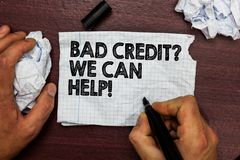 Écriture conceptuelle de main montrant la mauvaise question de crédit que nous pouvons aider Emprunteur des textes de photo d'aff photo stock