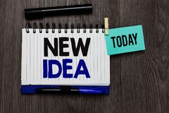 Écriture conceptuelle de main montrant la nouvelle idée La pensée ou la conception des textes A de photo d'affaires se rapportent image stock