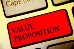 Écriture conceptuelle de main montrant la proposition de valeur Le service des textes de photo d'affaires rendent la société ou l photos stock