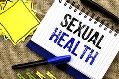 Écriture conceptuelle de main montrant la santé sexuelle Photo d'affaires présentant le wri sain de soin de sexe d'habitudes de p Image stock
