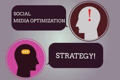 Écriture conceptuelle de main montrant la stratégie d'optimisation sociale de médias Texte SEO Advertising Marketing de photo d'a illustration libre de droits