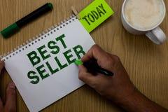 Écriture conceptuelle de main montrant le best-seller Livre de présentation de photo d'affaires ou tout autre produit qui se vend photos libres de droits