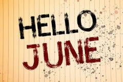 Écriture conceptuelle de main montrant le bonjour juin Les photos d'affaires présentant commençant un nouveau message mai de mois Image stock