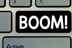 Écriture conceptuelle de main montrant le boom D'affaires de photo des textes croissance économique soudaine saine résonnante pro photo libre de droits
