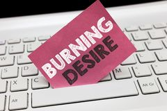 Écriture conceptuelle de main montrant le désir brûlant La photo d'affaires présentant extrêmement intéressé dans quelque chose l image libre de droits