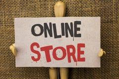 Écriture conceptuelle de main montrant le magasin en ligne L'Internet des textes de photo d'affaires a rapporté le site Web d'aff Image stock