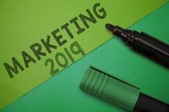 Écriture conceptuelle de main montrant le marketing 2019 Le message publicitaire de présentation de photo d'affaires tend pour l' illustration libre de droits