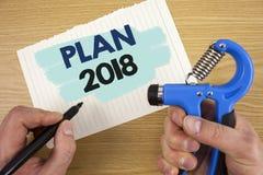 Écriture conceptuelle de main montrant le plan 2018 Buts provocants de présentation d'idées de photo d'affaires pour que la motiv Images libres de droits