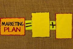 Écriture conceptuelle de main montrant le plan marketing Les stratégies de présentation de la publicité d'affaires de photo d'aff Image stock