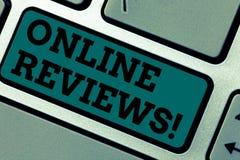 Écriture conceptuelle de main montrant les commentaires en ligne Avis de présentation de notation client d'évaluations d'Internet image libre de droits