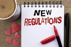 Écriture conceptuelle de main montrant de nouveaux règlements Le changement de présentation de photo d'affaires des lois ordonne  photographie stock libre de droits