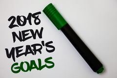 Écriture conceptuelle de main montrant 2018 nouvelles années de buts Liste de résolution des textes de photo d'affaires de choses Photos libres de droits