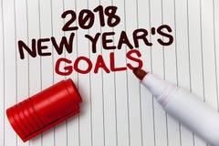 Écriture conceptuelle de main montrant 2018 nouvelles années de buts Liste de résolution de photo d'affaires de choses de présent Image libre de droits