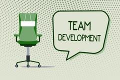 Écriture conceptuelle de main montrant Team Development La présentation de photo d'affaires apprennent pourquoi et comment les pe illustration de vecteur
