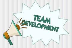 Écriture conceptuelle de main montrant Team Development La présentation de photo d'affaires apprennent pourquoi et comment les pe illustration libre de droits