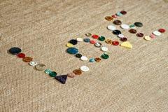Écriture d'amour de Word avec les boutons de couture Photographie stock libre de droits
