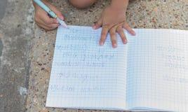 Écriture d'enfant Photos libres de droits