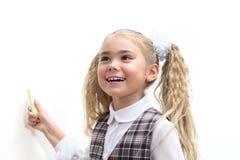Écriture de fille d'école avec une craie images libres de droits