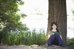 Écriture de jeune femme en tourillon photographie stock libre de droits