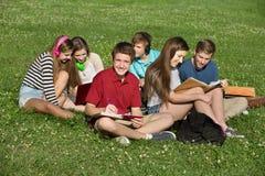 Écriture de l'adolescence dans le livre Images stock