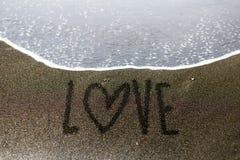 Écriture de sable d'extrémité d'amour Images stock