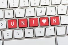 Écriture des SYNDICATS sur le clavier blanc avec un croquis de coeur Photographie stock libre de droits
