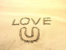 Écriture des textes sur la plage de sable Photos libres de droits